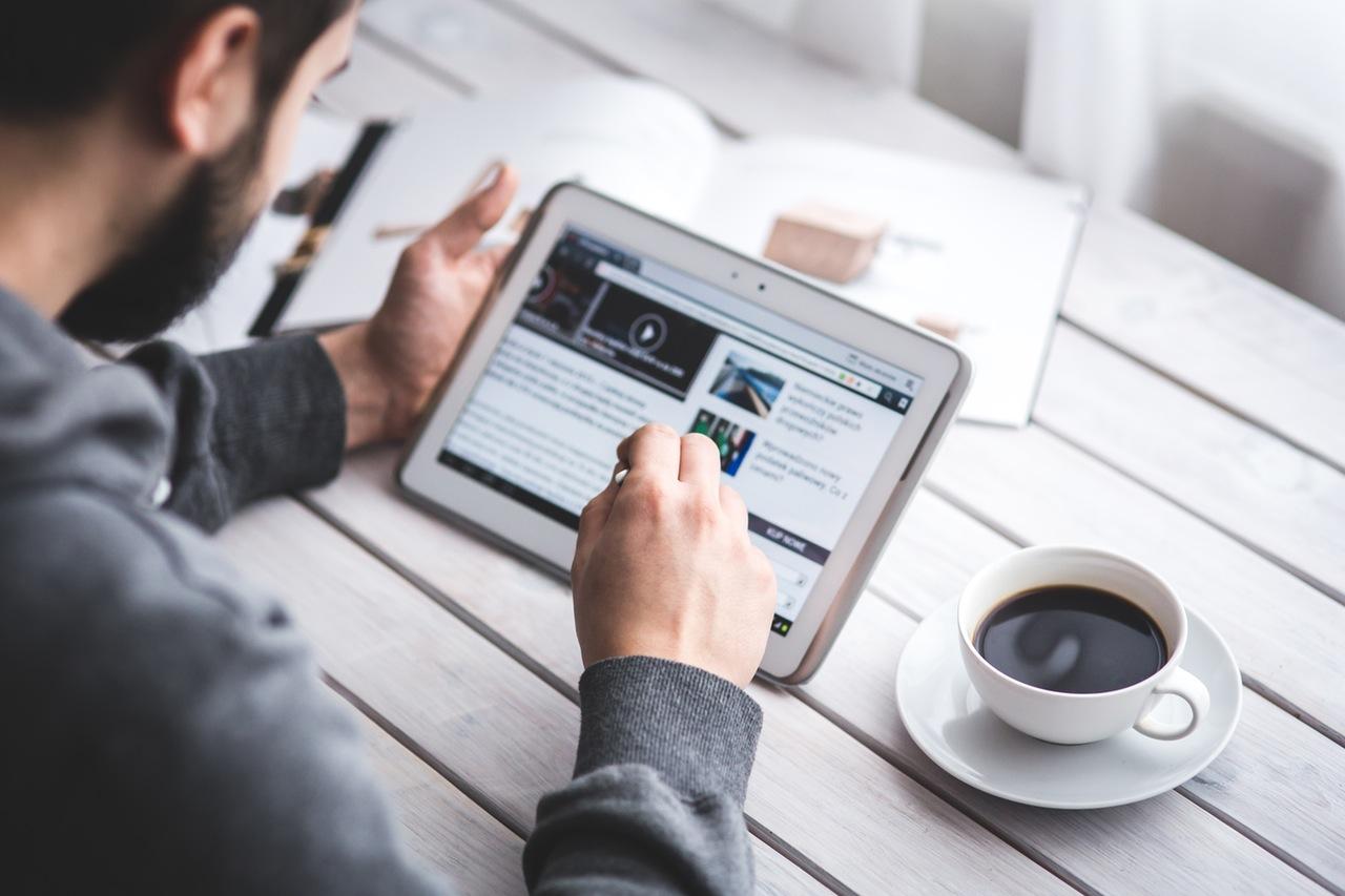 Crie produtos digitais para marcas, agências e pequenas empresas baseados em conteúdo relevante.